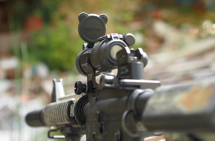 magnified red dot scope
