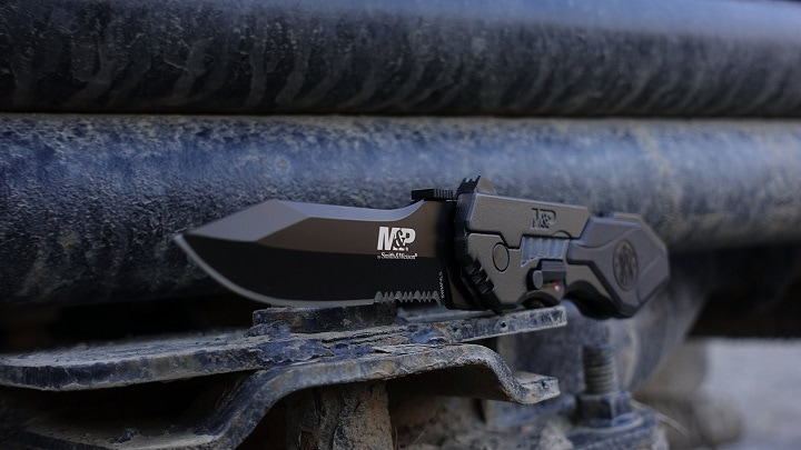 clip point tactical knive
