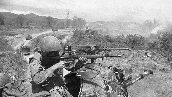 Vietnam   U.S. Troops  Guns